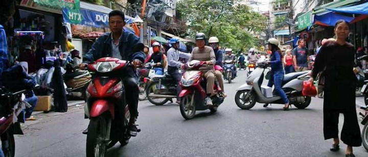 Vietnam-travel-tips-traffic-in-hanoi