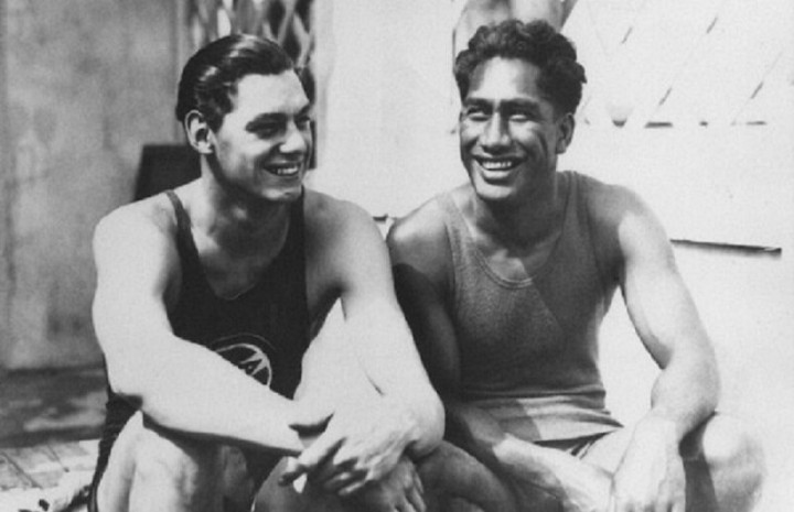 Duke Kahanamoku (right) and Johnny Weismüller at the 1024 Paris Olympics