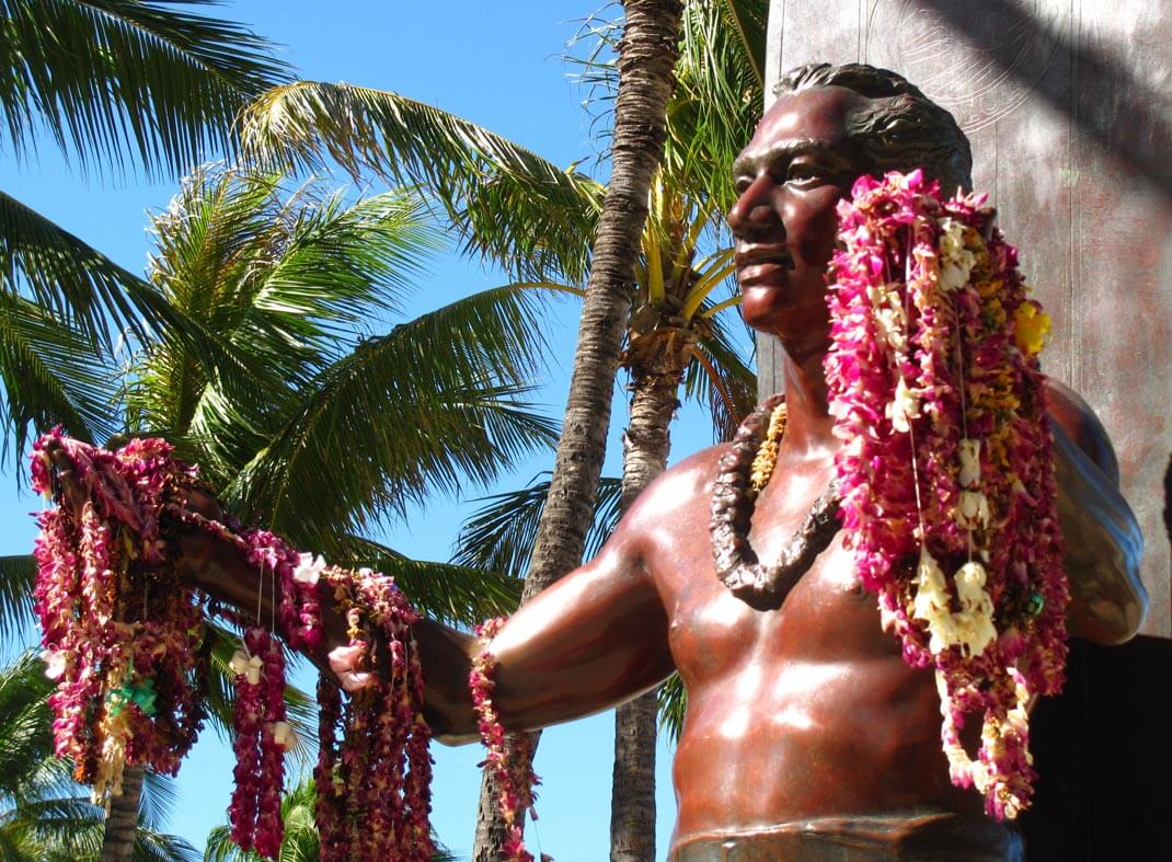The-history-of-surfing-in-Hawaii-Duke-Kahanamoku photo Loren javier