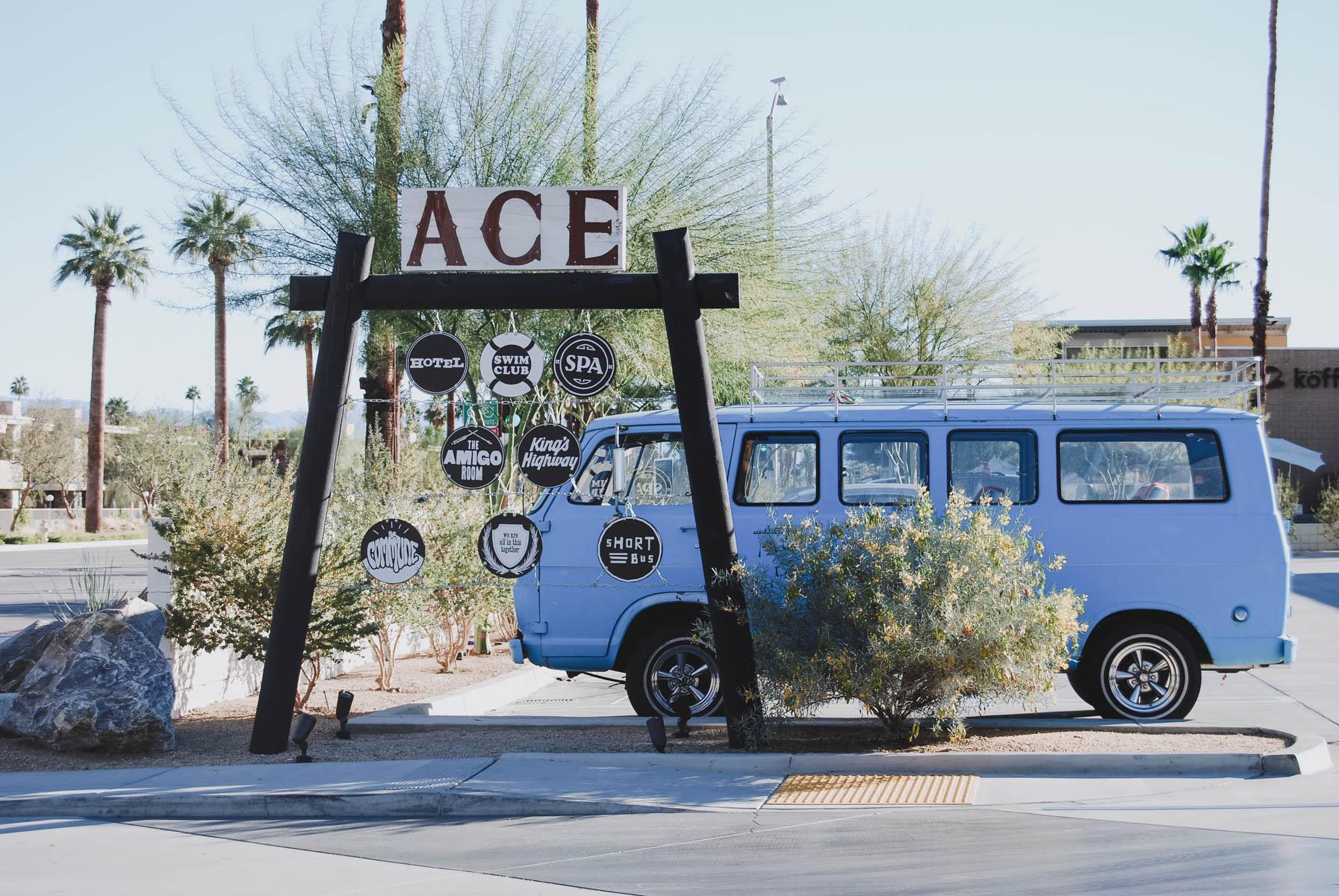 Rentnerstadt oder Hipsterhochburg? Palm Springs ist cool! CW-Bus vor dem ACE Hotel