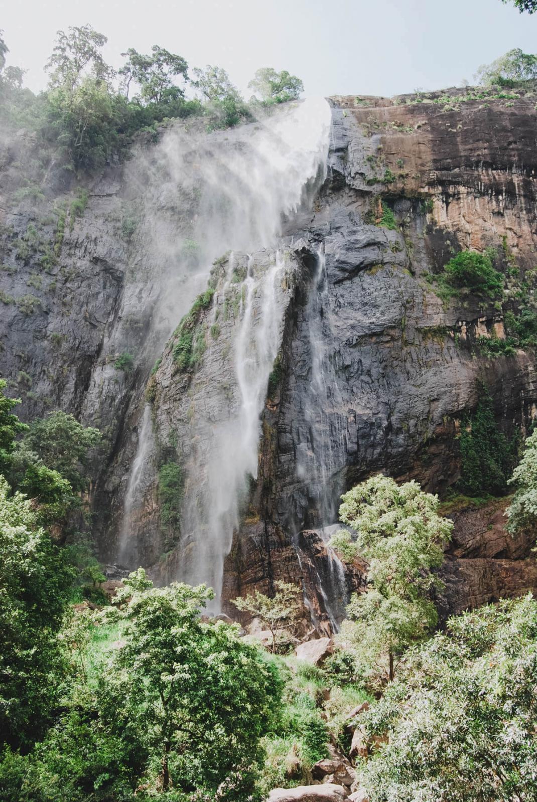 Ein Wasserfall in Sri Lanka