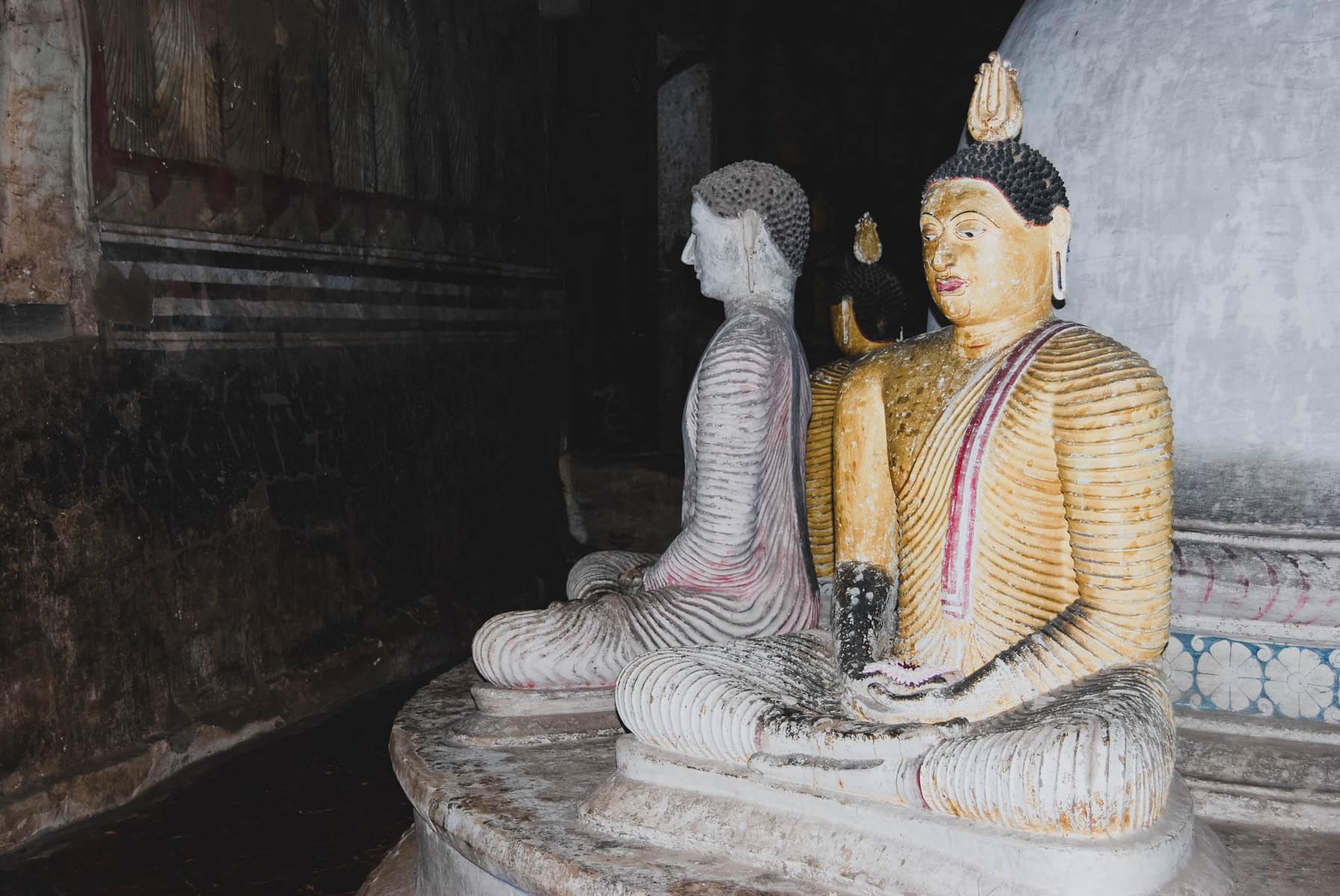 Statuen in den Tempeln von Dambulla Sri Lanka