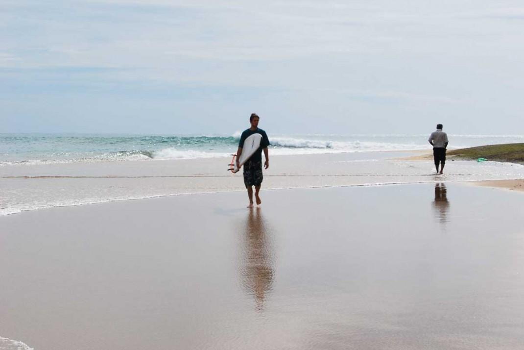 Arugam-Bay-Surfer2