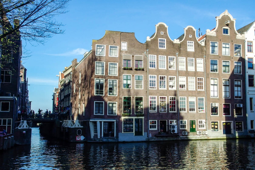 Most people who live in Amsterdam live very close to the water - some houses are even built directly next to the canals.