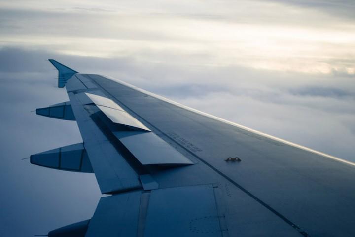 So-findest-du-günstige-Flüge-Flugzeugtragfläche
