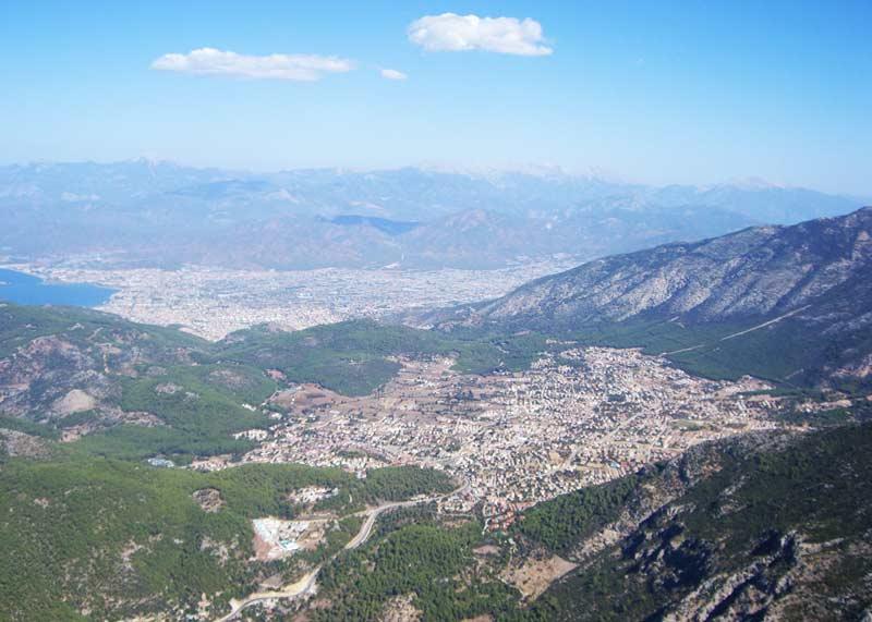 Ölüdeniz-Paragliding-in-Ölüdeniz-am-Babadag-Türkei-Blick-von-oben-auf-Fethiye