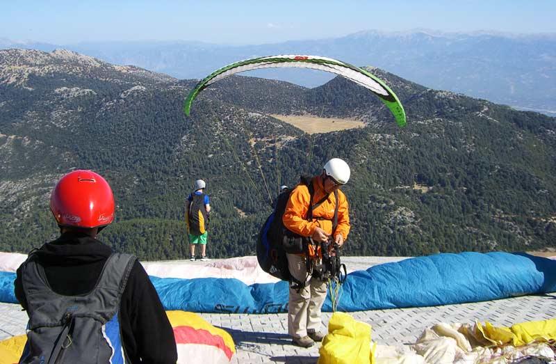 Ölüdeniz-Paragliding-in-Ölüdeniz-am-Babadag-Türkei-Start-am-Gipfel2