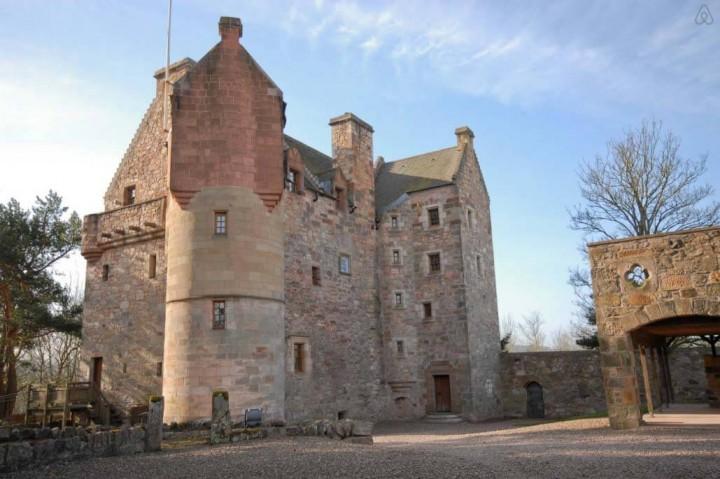 Besondere-Airbnb-unterkünfte-Dairsie-Castle-Schloss-in-Schottland