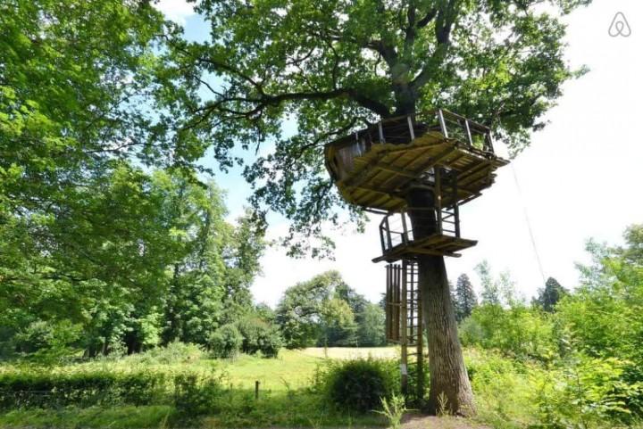 Besondere-Airbnb-unterkünfte-in-Europa-Baumhaus-Frankreich-Außenansicht