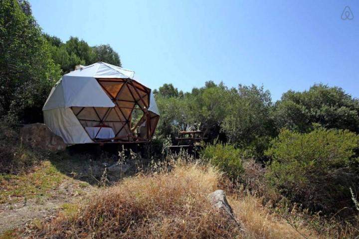 Besondere-Airbnb-unterkünfte-in-Europa-Geodäsischer-Dom-Aussicht2