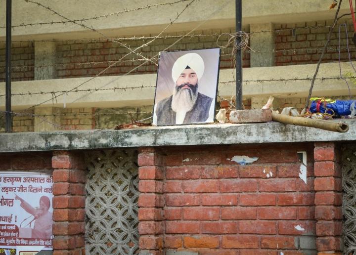 Indien in Bildern Ein Heiligenporträt auf den Straßen von Delhi