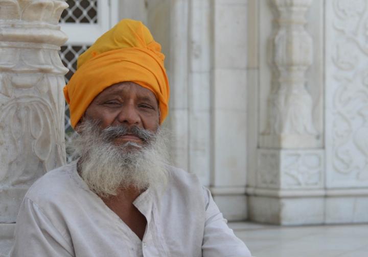 Indien in Bildern ein Sikh im Sikh-Tempel von Neu-Delhi