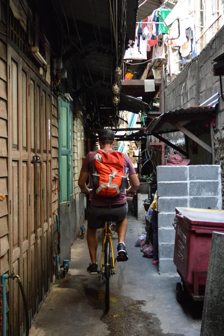 Fahrradfahren in Bangkok Durch die Gassen von Chinatown