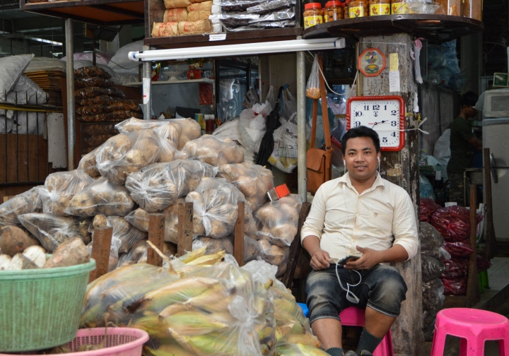 Fahrradfahren in Bangkok Mann auf dem Flower Market
