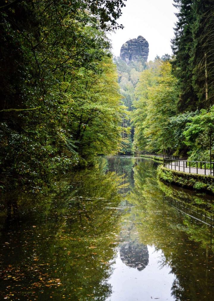highlights-der-sachsischen-schweiz-amselsee-mit-blick-auf-den-monchstein