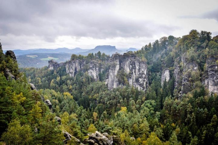 highlights-der-sachsischen-schweiz-pavillionaussicht-auf-die-bastei