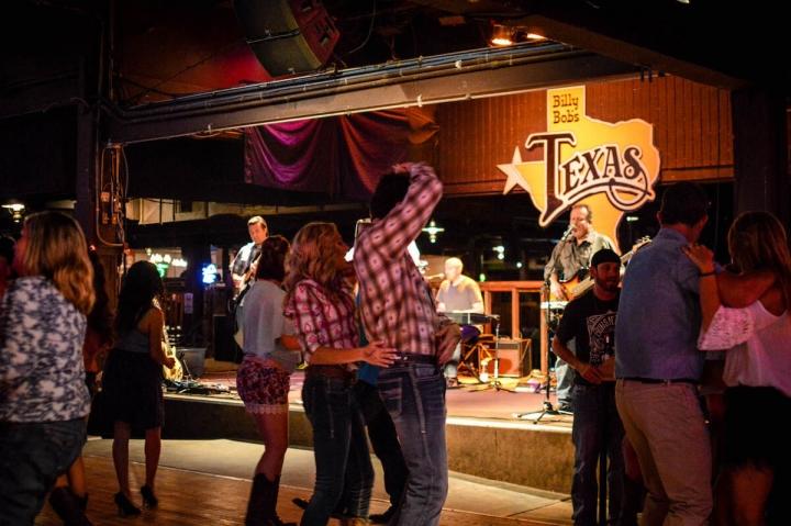 Billy Bobs Texas-Im größten Honky Tonk von Texas in Fort Worth gibt es jeden Abend Live-Musik und Tanz