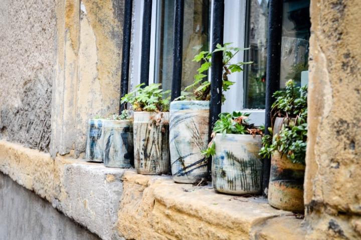 Blumen schmücken einen Balkon in Metz Frankreich