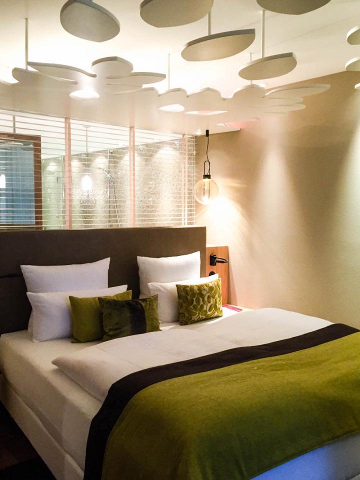 La Maison Hotel Saarlouis Zimmeransicht Doppelbett Parkblick