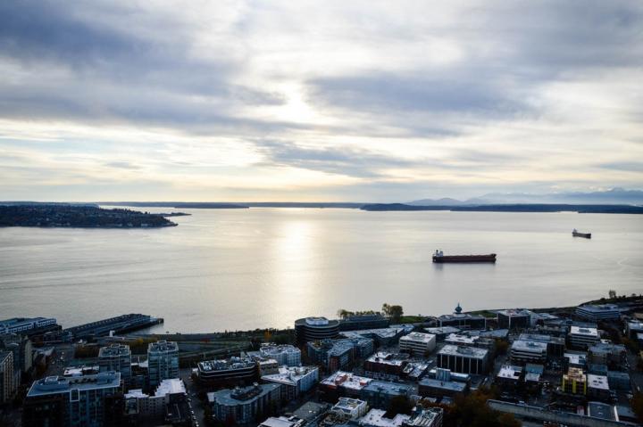 Seattle-Guide Blick von der Aussichtsplattform der Space Needle auf den Puget Sound