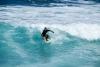 Hawaii Inselhopping Oahu surfer im Wasser
