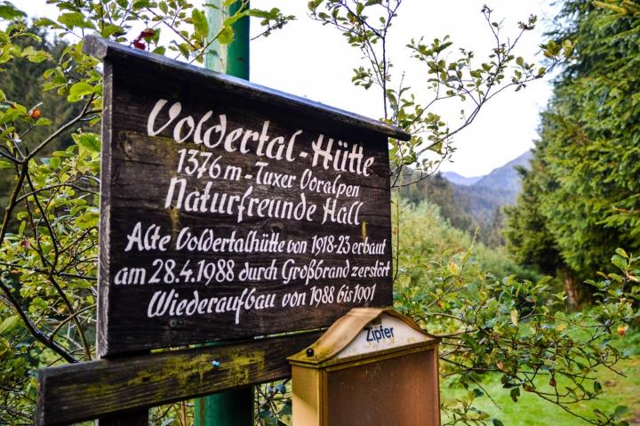 Wandern in Hall-Wattens auf dem Zirbenweg Voldertalhütte
