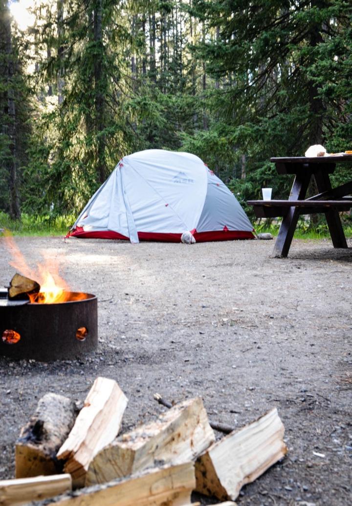 Roadtrip mit Zelt und MIetwagen Campingplatz im Jasper Nationalpark