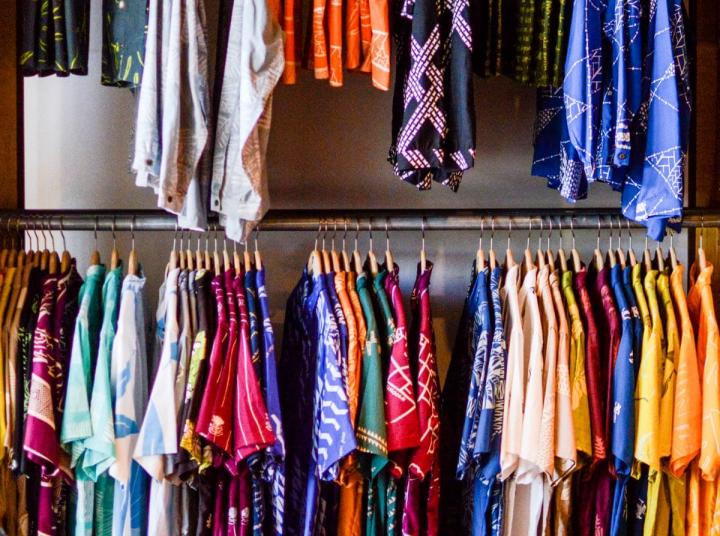 Hawaii-Hemden des Modedesigners Sig Zane: Klassisches Design modern interpretiert. Hawai'i Island