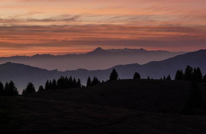 Trentino im Herbst Wandern im Bärental Valle Orsara Der Himmel glüht