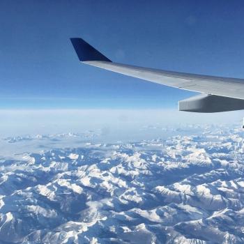Blick auf die Rocky Mountains aus dem Flugzeug