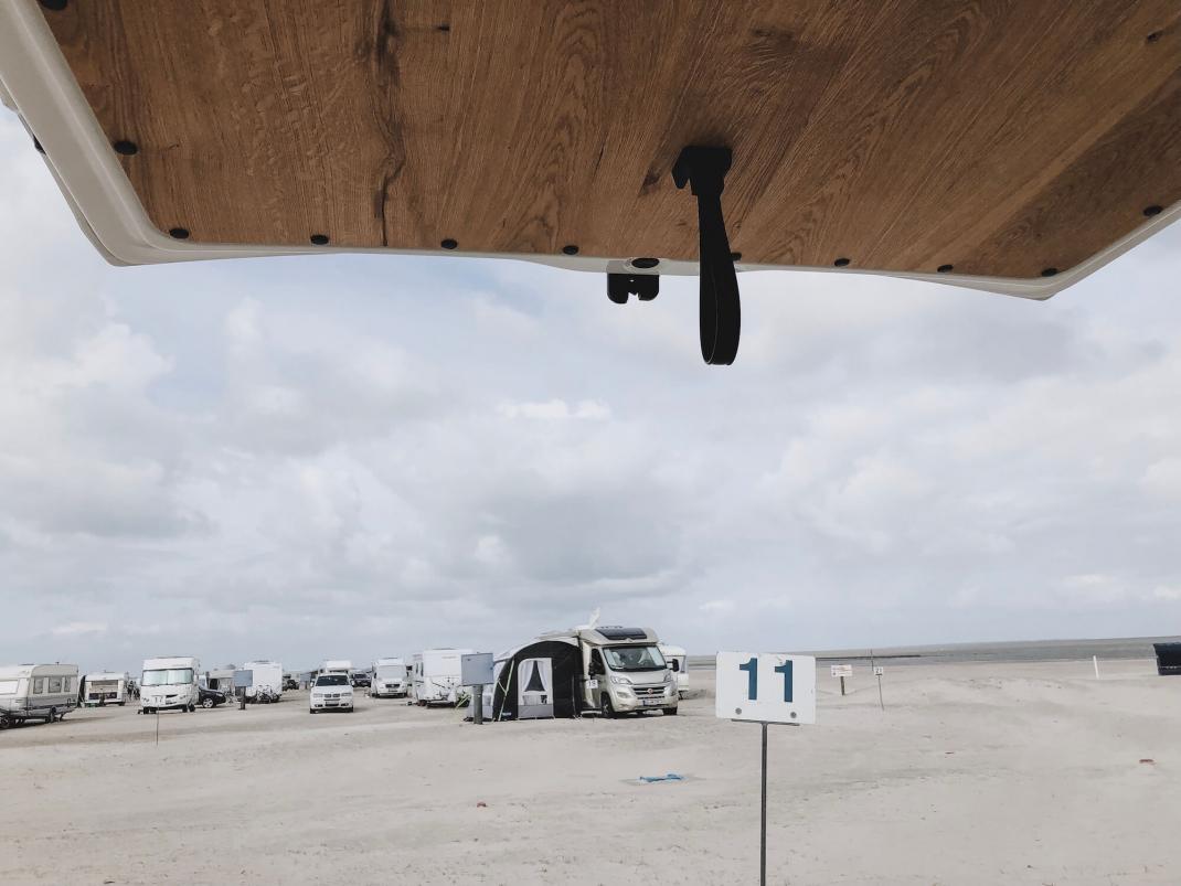 Camping an der Nordsee Bensersiel Vanlife offene Heckklappe