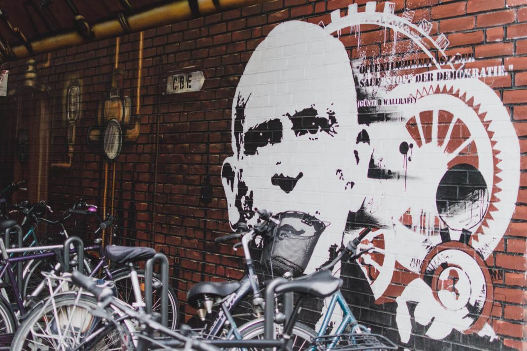 Köln Street Art Guide Günter Wallraff im Bahntunnel