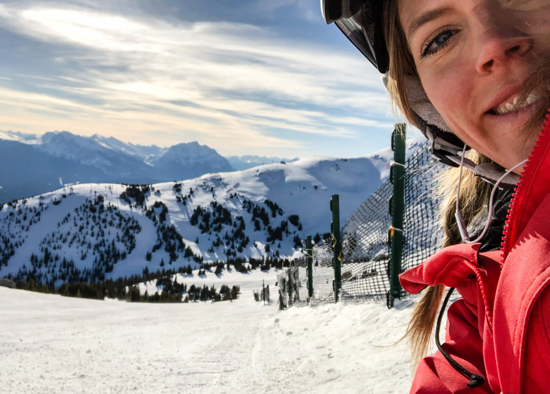 Winterurlaub in Kanada Happy snowboarder selfie