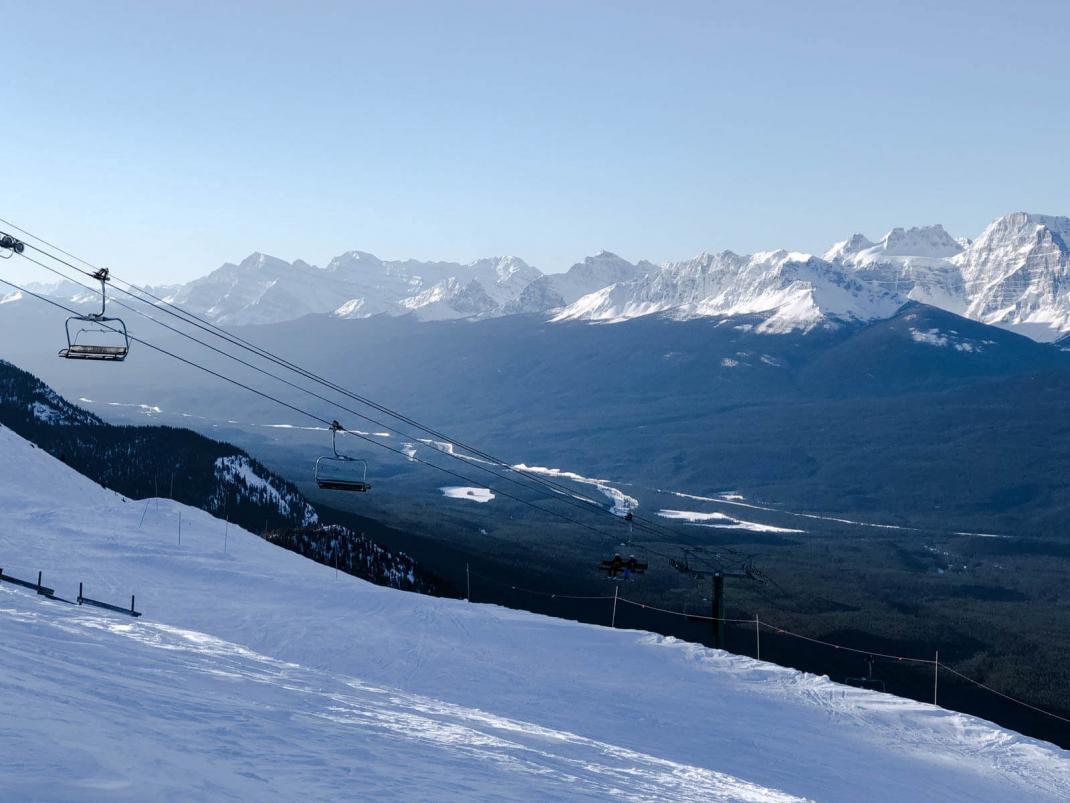 Das kostet der Skiurlaub in Kanada Lift im Skigebiet Lake Louise