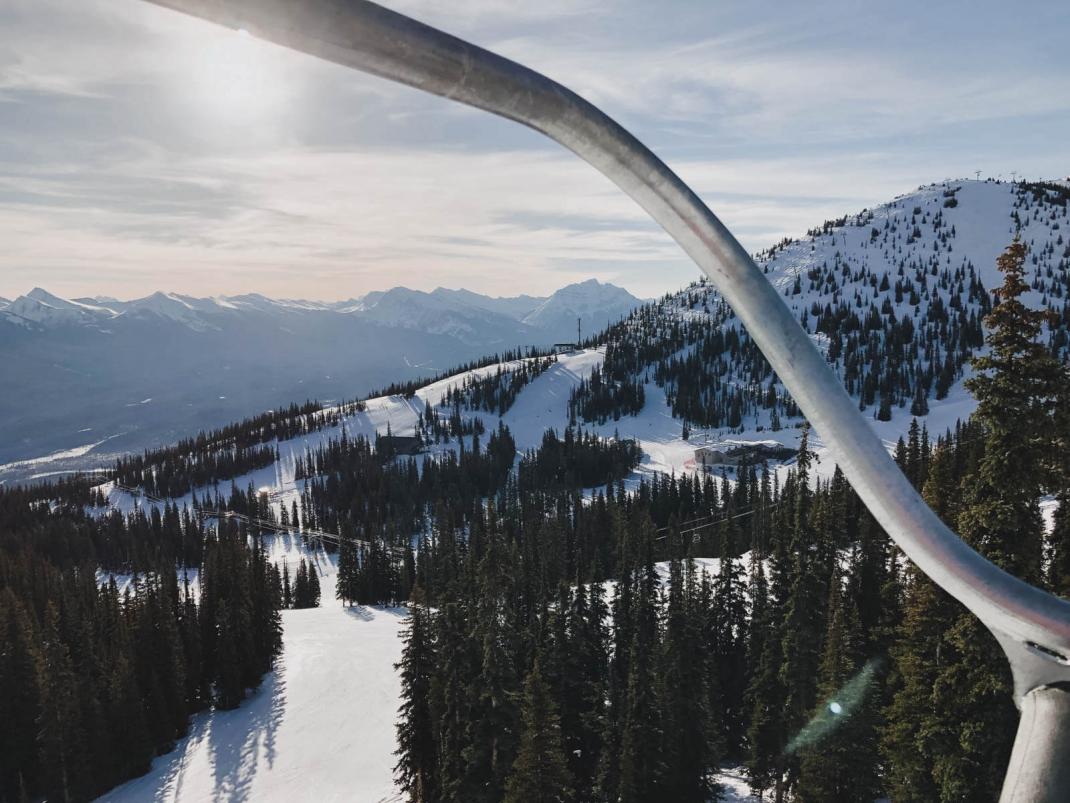 Das kostet der Skiurlaub in Kanada Sessellift