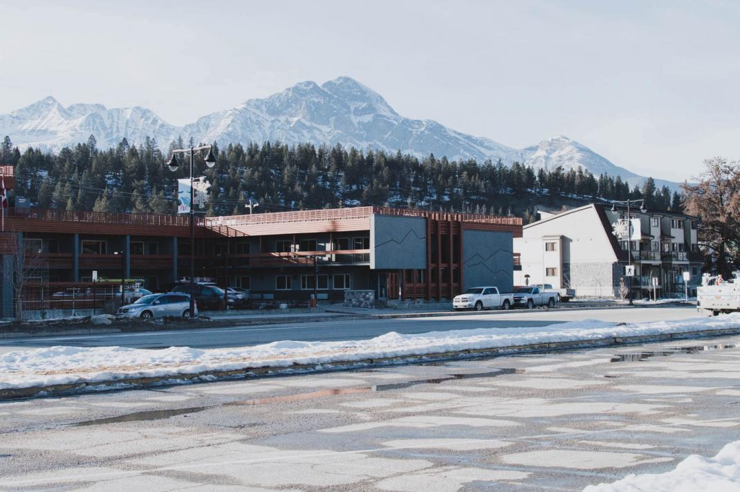 Das kostet der Skiurlaub in Kanada The Crimson Hotel Jasper