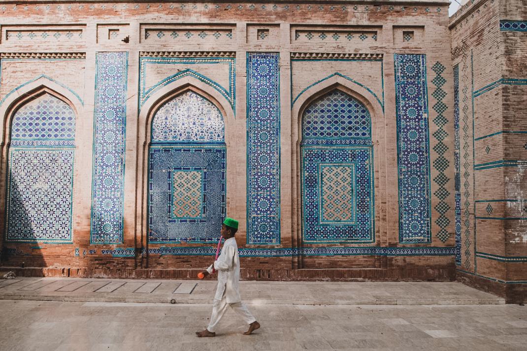 Packpacking in Pakistan Foto Anne Steinbach und Clemens Sehi Junge in Moschee